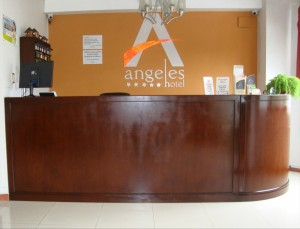 hotel-angeles-front-desk